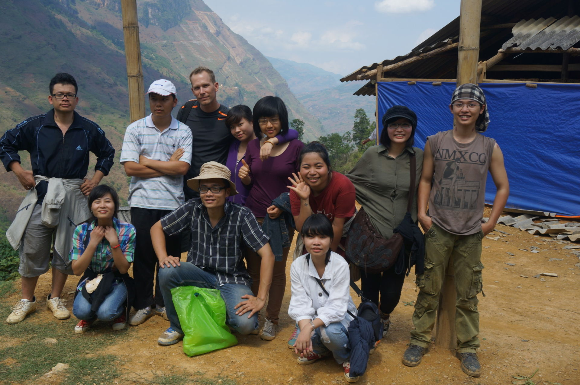 This is the Feed Starving People local team based in Hanoi Vietnam. They have returned to Si Ma Cai and participated in missions in Son La Province of Northern Vietnam (Si Ma Cai, Northern Vietnam).