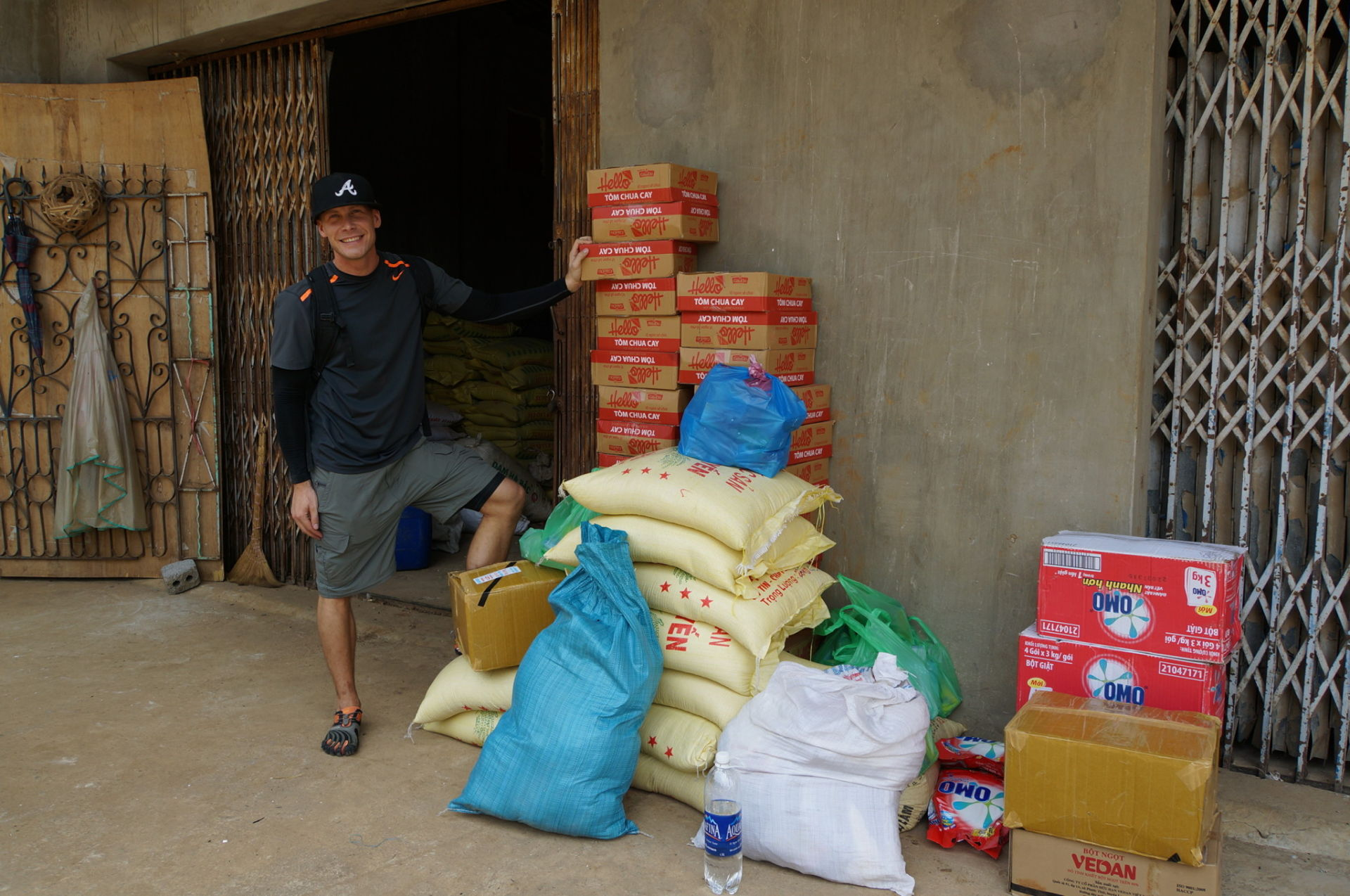 400 US$ buy enough food for 10 families for 6-8 weeks! Son La Province, Northern Vietnam.